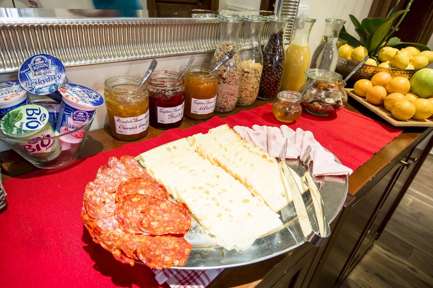 Nicholas Hotel Residence breakfast buffet