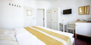 Amadeus Hotel bedroom