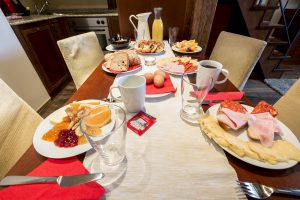 Nicholas Hotel Residence breakfast table