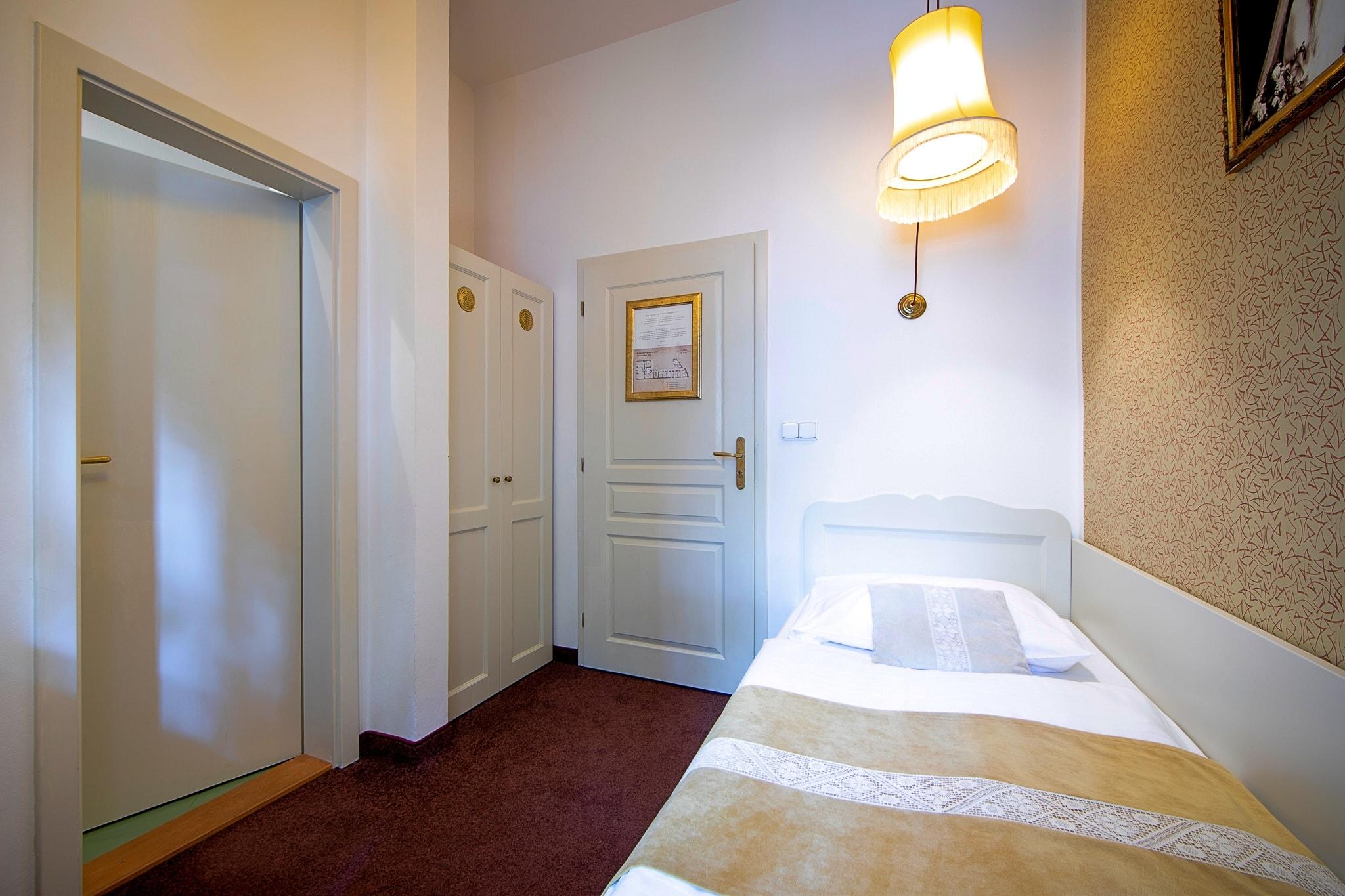 Amadeus Hotel single bedroom