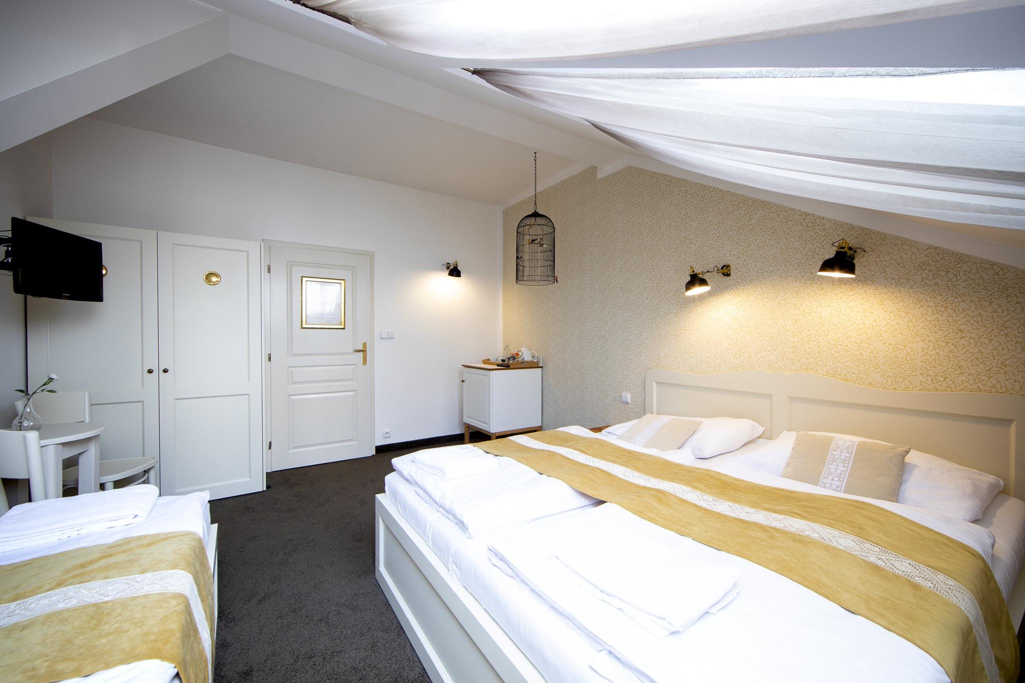 Amadeus Hotel triple bedroom
