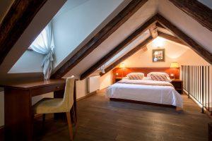 Nicholas Hotel Residence bedroom